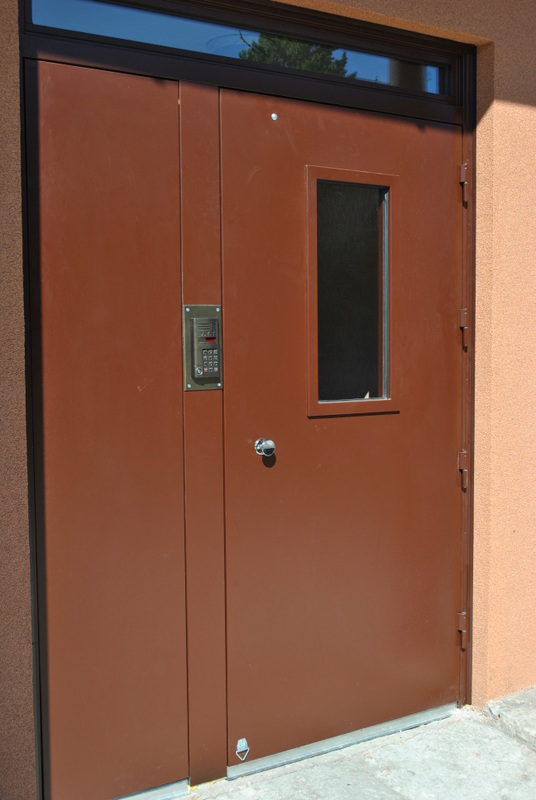 стандартные подъездные металлические двери